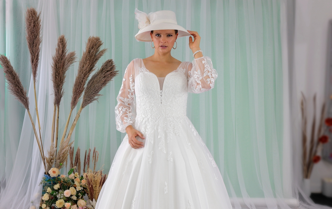 Schantal wedding dress from the collection Queen XXL, model 2277 XXL.