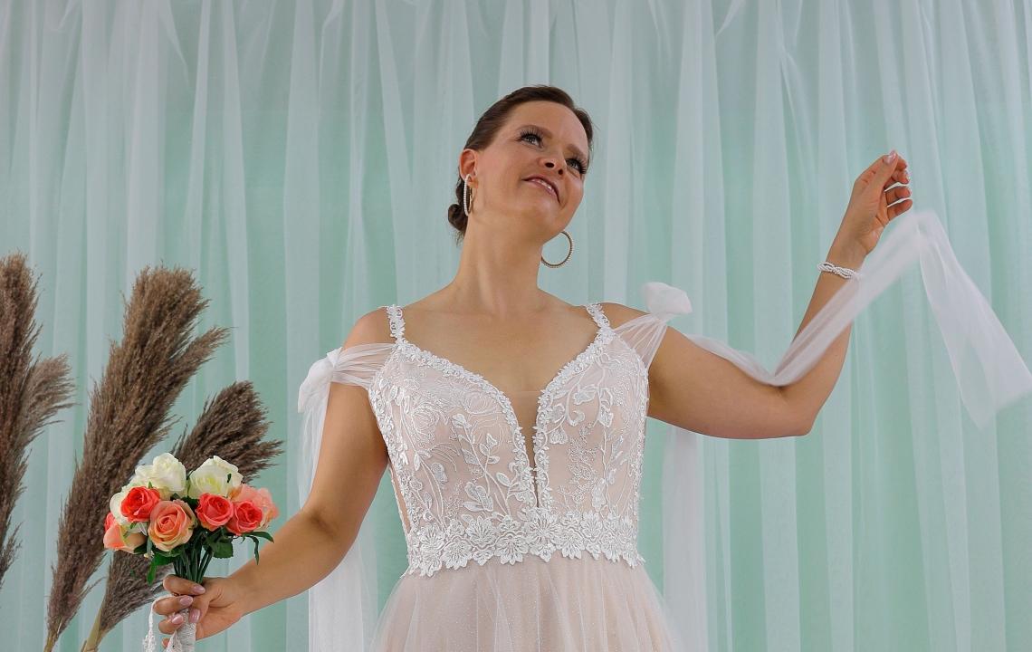 Schantal wedding dress from the collection Queen XXL, model 2311 XXL.