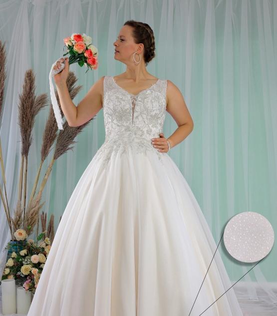 Schantal wedding dress from the collection Queen XXL, model 2278 XXL.