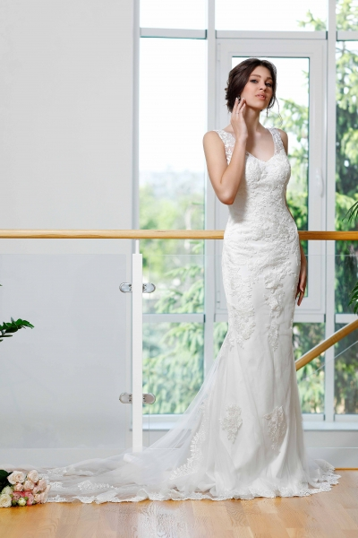 Schantal wedding dress from the collection Kiara, model 1014 (Mit andere Ornament).