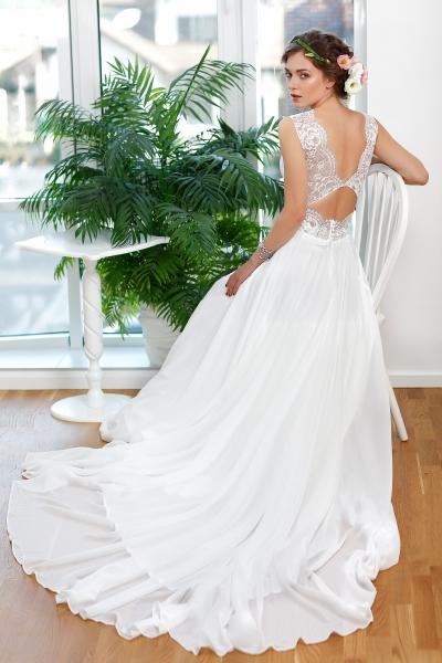 Schantal wedding dress from the collection Kiara, model 1136.
