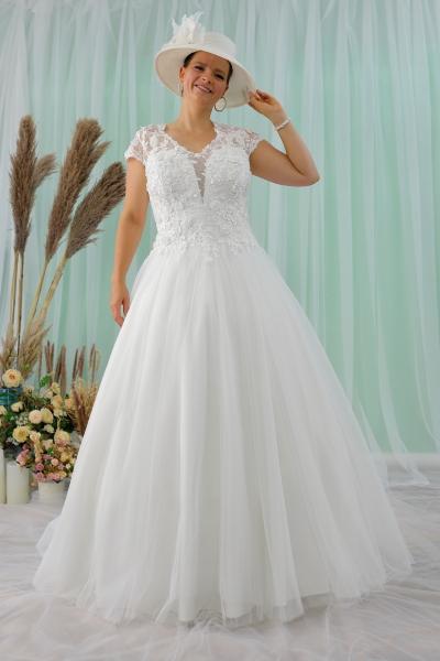 Schantal wedding dress from the collection Queen XXL, model 2213 XXL.