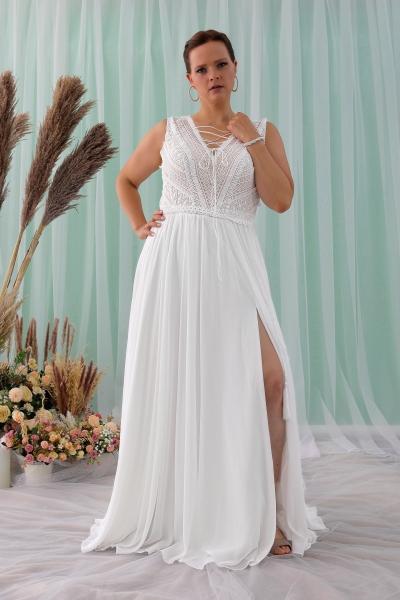 Schantal wedding dress from the collection Queen XXL, model 2314 XXL.