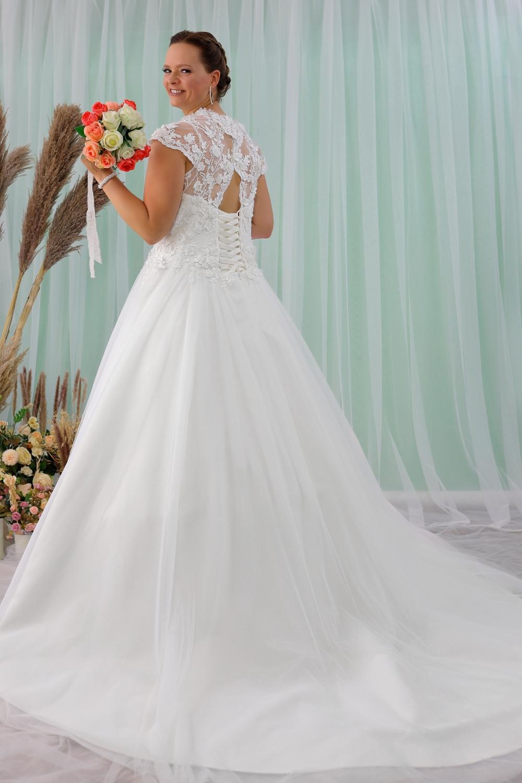 """Schantal Brautkleid aus der Kollektion """"Queen XXL"""", Modell 2213 XXL. Foto 4"""
