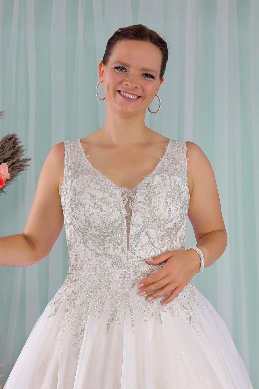 """Schantal Brautkleid aus der Kollektion """"Queen XXL"""", Modell 2278 XXL. Foto 2"""