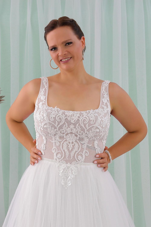 """Schantal Brautkleid aus der Kollektion """"Queen XXL"""", Modell 2312 XXL. Foto 2"""